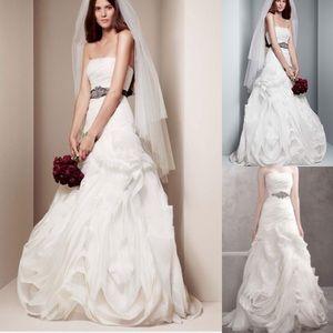 Vera Wang White Organza Trumpet Wedding Gown